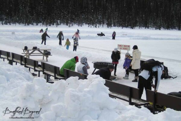 fire-pit-benches-warm-up-lake-louise-fairmont-hotel-winter-activity-outdoor-ice-skating-rink