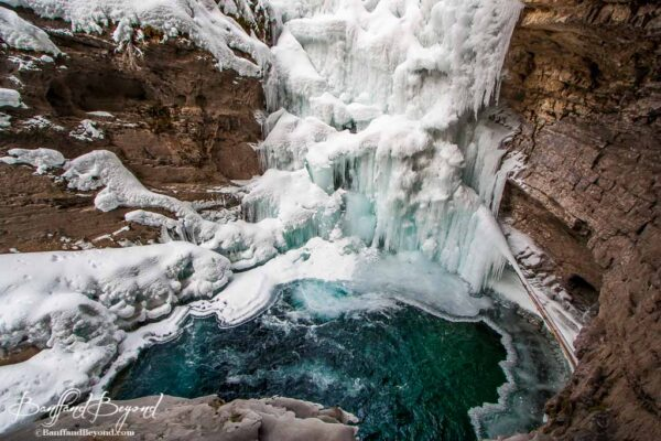 frozen-ice-lower-waterfalls-johnstcon-canyon-hiking-winter