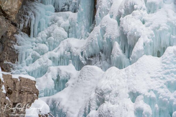 beautiful-casacding-ice-walk-johnston-canyon-trails-winter-activity-hiking-banff