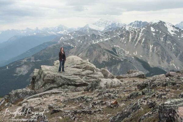 top of the whistlers summit trail with panoramic mountain views