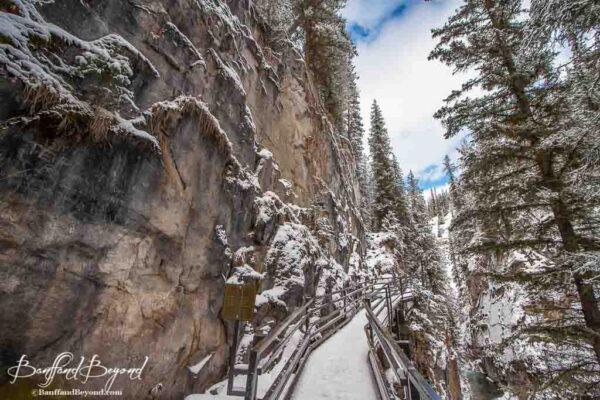 trail-johnston-canyon-winter-activity-beautiful-scenery-banff-national-park