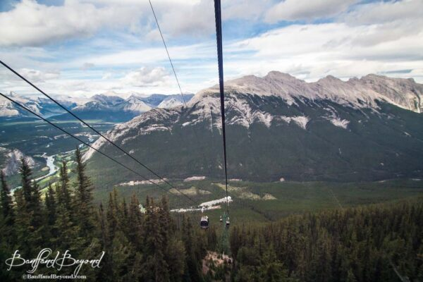 gondola-cars-banff-sulphur-mountain-cables-views-valley-trees-tourist-attraction