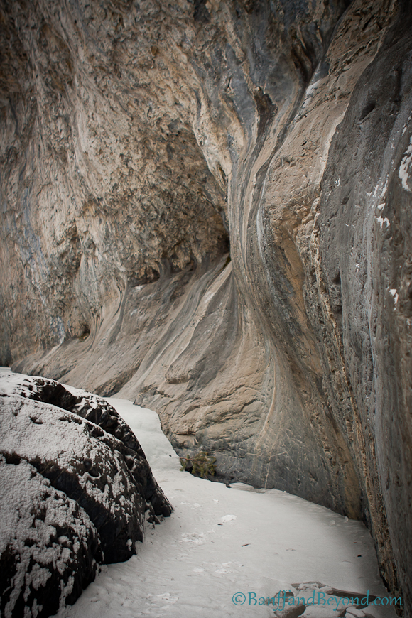 limestone-cliff-foramtions-grotto-canyon-winter-ice-hiking-trails-canmore-alberta