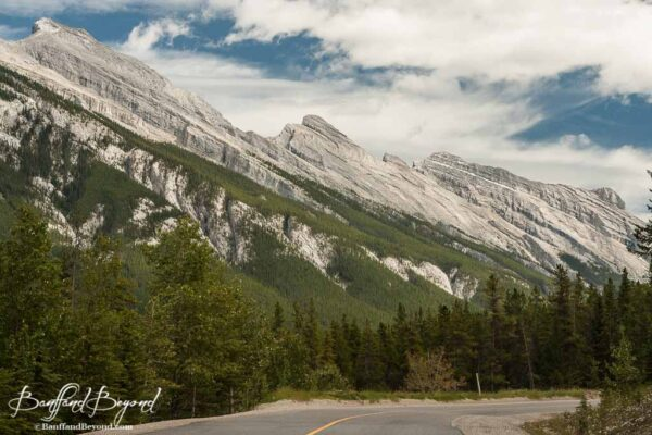 road-sulphur-mountain-gondola-banff-vista-rocky-ranges-views-valley