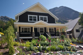 bed-breakfast-field-british-columbia-colorful-flower-gardens-yoho-national-park-accommodation
