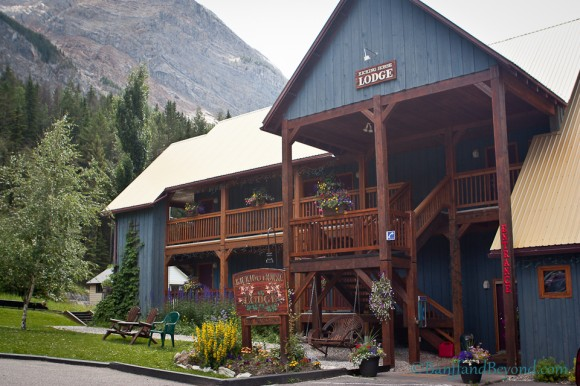kicking-horse-lodge-field-british-columbia-accommodation-yoho-national-park-rocky-mountains-sleeping-beds-restaurants-tourist-attractions