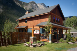 field-british-columbia-fireweed-hostel-cheap-back-packer-accommodation-yoho-national-park