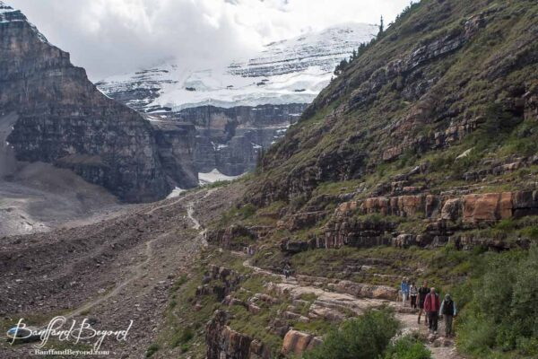 hiking trail going towards the plain of six of glaciers tea house