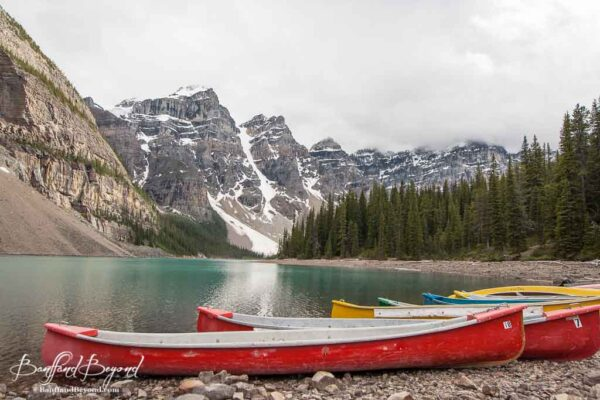 canoes for rent at moraine lake lodge