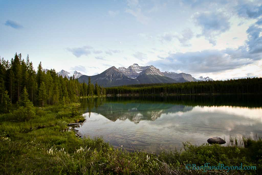 Attractions and highlights along the icefields parkway for Fishing in banff