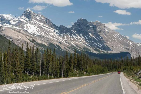 long mountain range along the icefields parkway drive