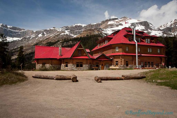 num-ti-jah-lodge-accommodation-columbia-icefields-parkway-rustic-cabin