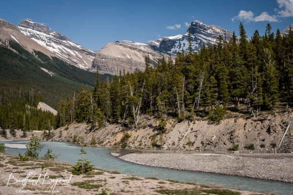 river and mountains along the icefields parkway