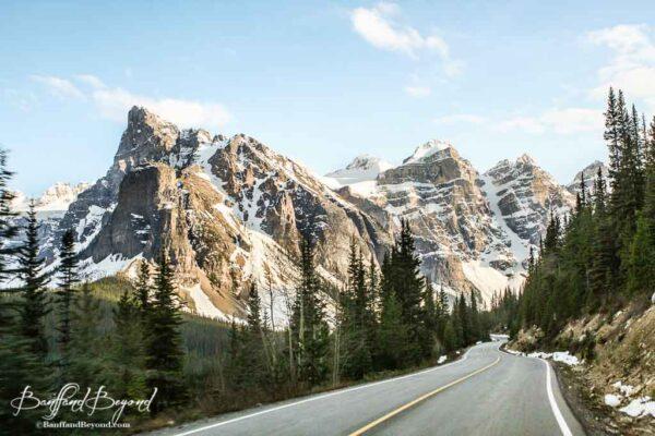 seasonal road to moraine lake
