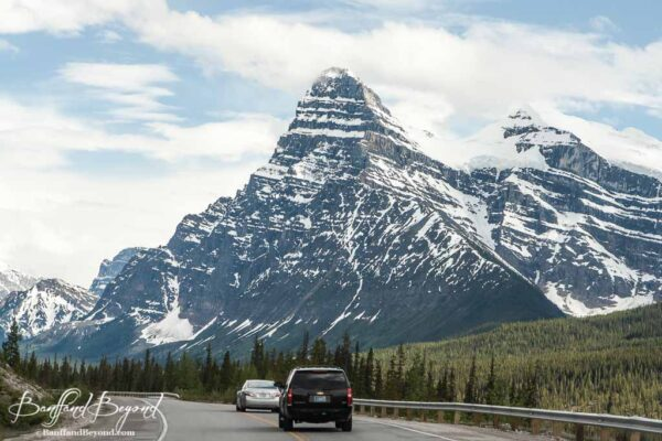 tall pointy mountains on the icefields parkway