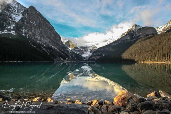 blue-green-coloured-water-lake-louise-late-october