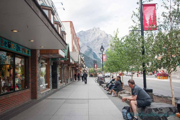 downtown-banff-avenue-tourist-attraction