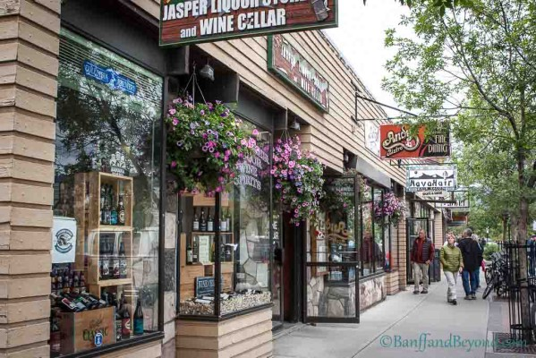 downtown-jasper-pedestrian-friendly-shopping
