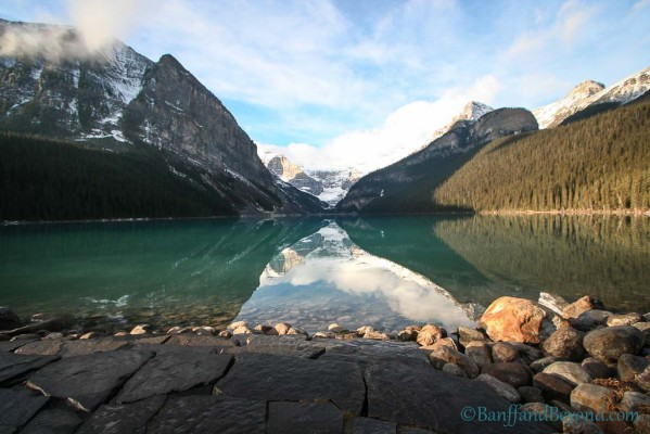 lake-louise-sunny-turquoise-water-mountains