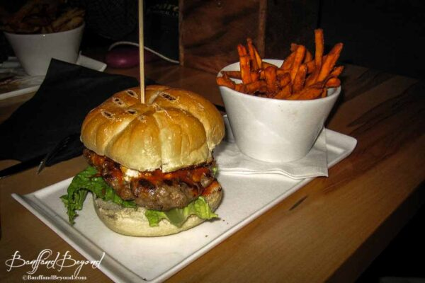 burger-fries-outpost-hotel-restaurants-lake-louise-places-to-eat