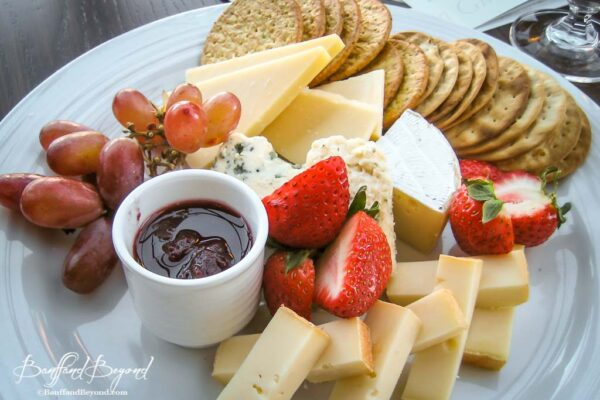 cheese and cracker plate at ther rundle lounge