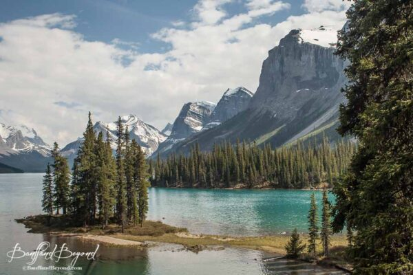 spirit-island-maligne-lake-jasper-national-park-tourist-attraction-highlight-must-see