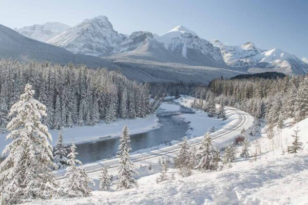 lake-louise-banff-national-park-winter-snow