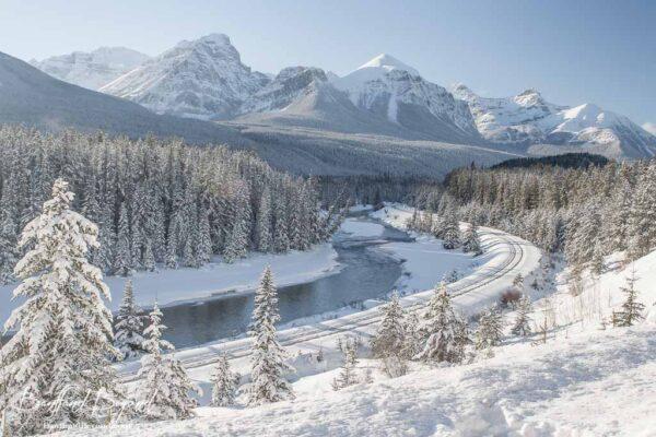 lake-louise-banff-national-park-winter-snow