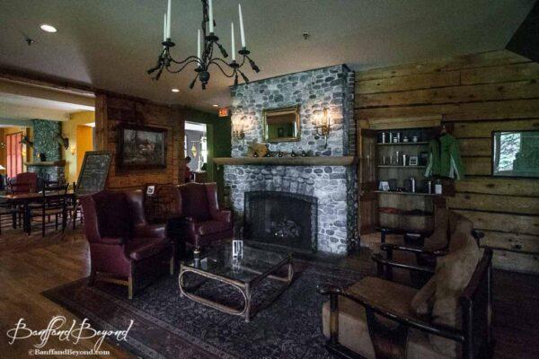 kicking-horse-lounge-emerald-lake-lounge-casual-place-to-drink-yoho-national-park