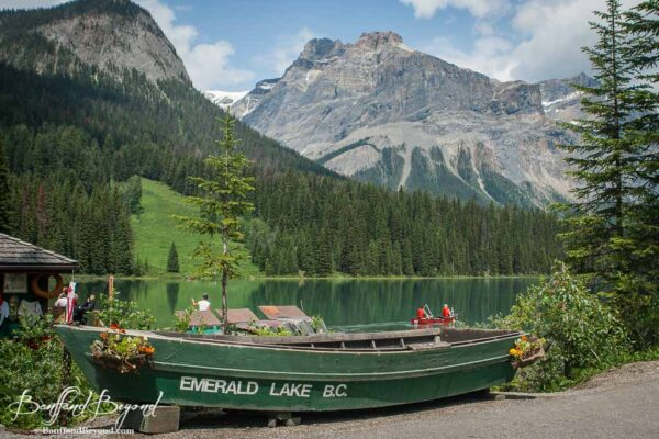 boat-emerald-lake-yoho-national-park-BC-turquoise-water-tourist-destination