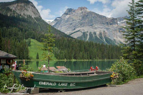boat-emerald-lake-yoho-national-park-BC-turquoise-water-tourist-destination