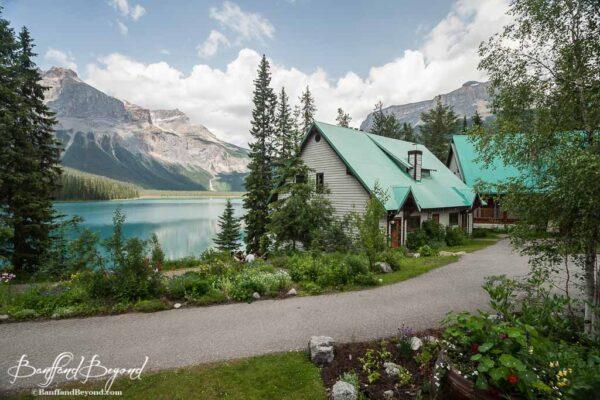 cabins-emerald-lake-lodge-yoho-national-park-accommodation