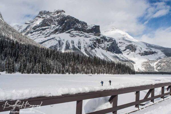 cross-country-skiing-emerald-lake-winter-activities-yoho-national-park