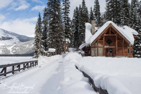 emerald-lake-lodge-winter-activities-snow-skiing-snow-shoeing-accommodation