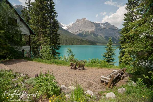 relaxing area at emerald lake lodge with chairs and bench