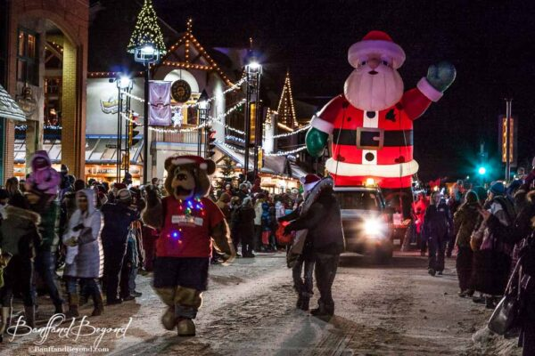 banff-santa-clause-parade-of-lights-festival-event-tourist-attraction