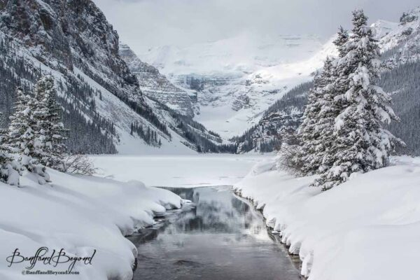 lake-louise-snow-magical-white-christmas-holidays-winter-tourist-destination