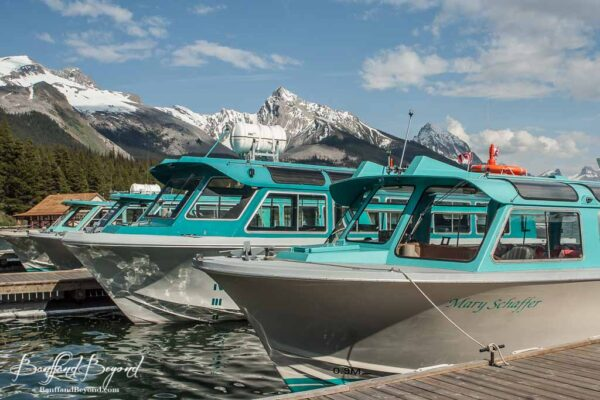 boat tour on maligne lake to spirit island