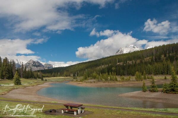 picnic table at cascade ponds in banff national park