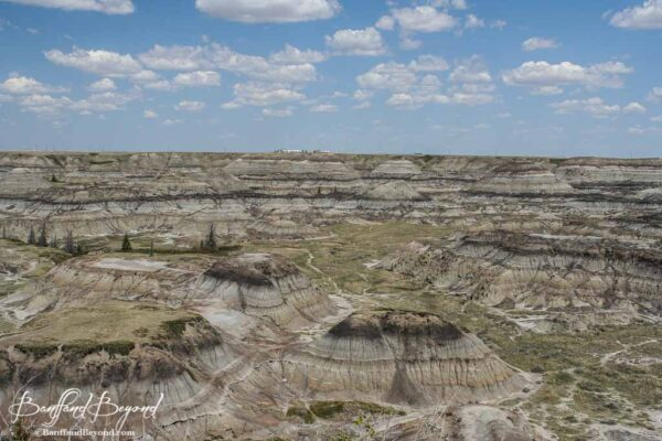 canadian-badlands-alberta-horsethief-canyon-dry-coulees-tourist-attraction